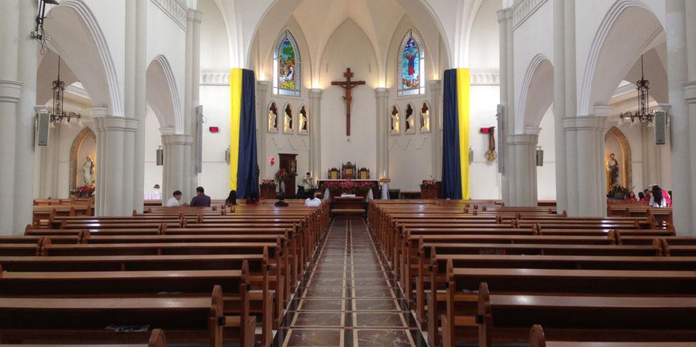 東方教会、カトリック、プロテスタント、正教会など、様々な宗派を紹介